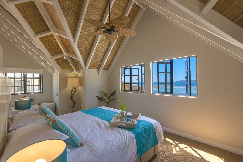 Seychelles  - La Digue Isl. Le Nautique Luxury Waterfront Hotel - Camera King Deluxe Seafront